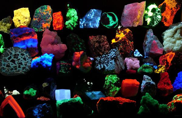 fluorescencja kamieni szlachetnych